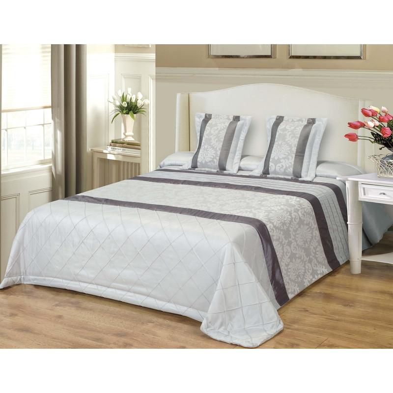 Dekoratyvinės lovatiesės internetu. Sidabrinės pilkos spalvos dekoratyvinė lovatiesė su papuošimais